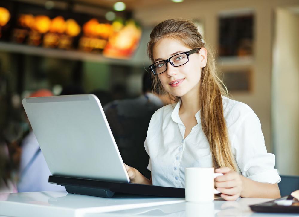freelancer in coffee shop